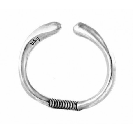 Silver bangle with spring closure