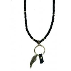 Schwarze Perlenkette aus Holz und Engelsfluegel Anhaenger