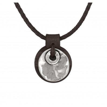 Maenner Lederhalskette mit einer runden, gehaemmerten Plakette